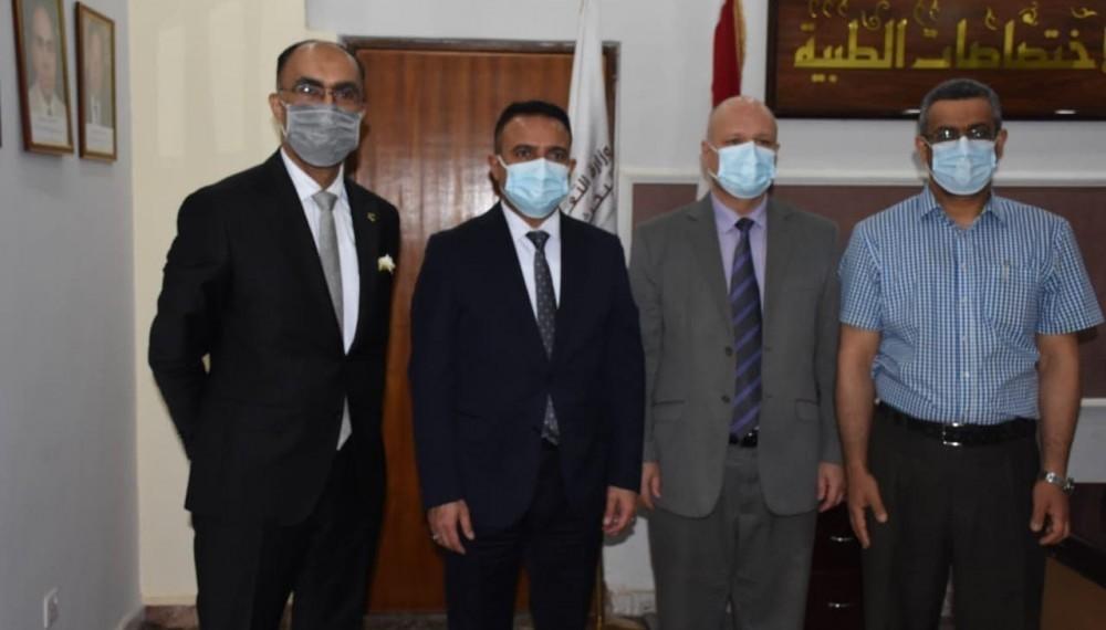 ضمن مناقشات بحوث طلبة الصيدلة السريرية التي اجريت في بناية المجلس العراقي للاختصاصات الطبية لمدة ثلاثة ايام ترأس السيد وزير الصحة والبيئة احدى لجان المناقشات يوم الخميس الموافق 22- نيسان 2021