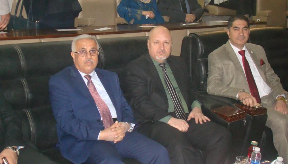رئيس المجلس العراقي للاختصاصات الطبية يكرم الطلبة المتخرجين الاوائل  لكلية الطب - جامعة بغداد